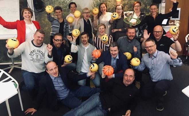 Sidosryhmien motivaatio oli kohdillaan ja iloiset hymynaamapallot kädessä kuvattiin ryhmäkuva KLL:n tulevaisuuspäivät 2019